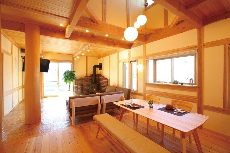 【ハウジング】<br>天然無垢材の良さに<br>高機能な毎日をデザイン<br>理想が身近になった家