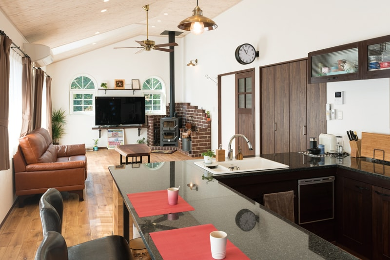 【アルファ建築空間 佐世保営業所】<br>あこがれの煉瓦積みの家<br>カウンターキッチンは<br>奥様お気に入りの場所