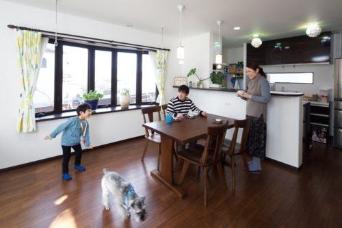 【玉木建設】<br>自然のやさしい光が心地よい<br>家族みんなが暮らしやすい家