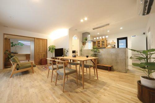 【喜々津ホーム】<br>無垢材と漆喰に魅せられた人の<br>心地よい暮らしを楽しむ住まい