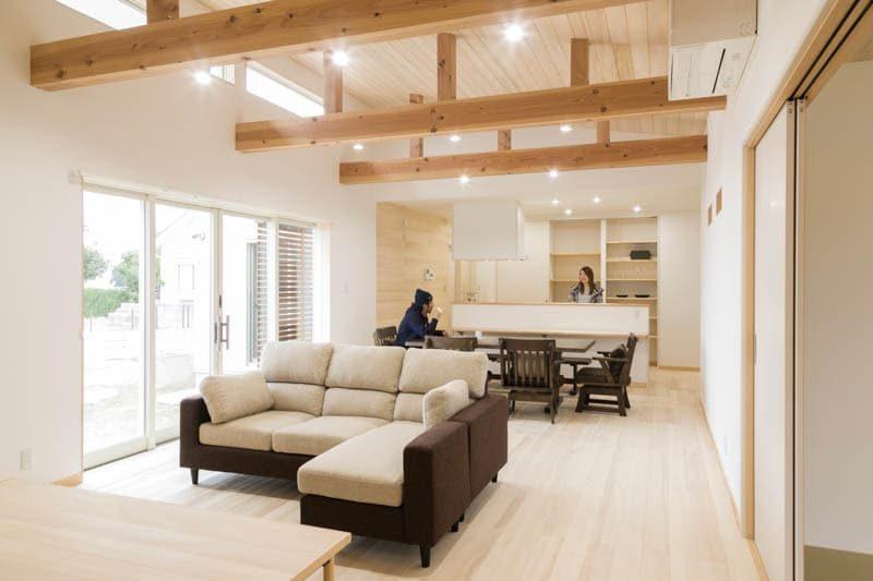 【市場建築】<br>大好きな海を一望する<br>開放感と心地よさに満ちる家
