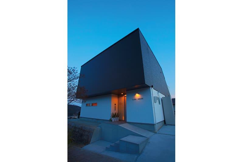 【BLUE PRINT】<br>施主のアイデアから生まれた<br>港を望む高台のクジラハウス